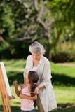 Großmutter und ihre Enkelin lizenzfreie stockfotos