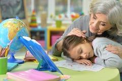 Großmutter- und Kinderzeichnung Lizenzfreies Stockbild