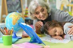Großmutter- und Kinderzeichnung Stockbilder
