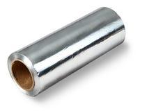 Großrolle der Aluminiumfolienahrung, lokalisiert auf weißem Hintergrund. Stockbild