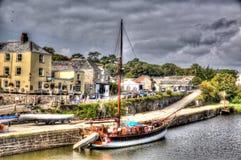 Großsegler machte an Kai Charlestown-Hafen nahe St Austell Cornwall England Großbritannien in HDR wie Malerei fest Lizenzfreies Stockbild