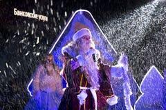 Großvater Frost auf Stadium auf dem Quadrat in Pyatigorsk, Russland Lizenzfreie Stockfotos
