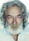Großvater mit dem langen grauen Haar, Bart und dem Schnurrbart Stockfotos