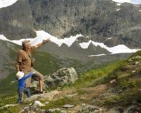 Großvater- und Enkel-Trekking stockfotos