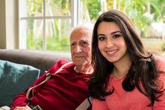 Großvater und Enkelin Stockbilder