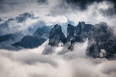 Große Ansicht des nebeligen Tales Standort-Nationalpark Tre Cime di Lavaredo stockbilder