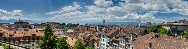 Große panoramische Vogelperspektive von Lausanne-Stadt lizenzfreie stockbilder