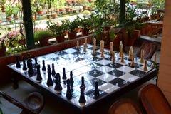 Großes Schach-Brett gemacht durch Holz lizenzfreies stockbild