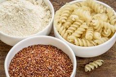 Grão, farinha e massa do Quinoa Foto de Stock