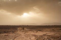 Groźny niebo i wiatr w pustyni Sahara w Maroko Obrazy Stock
