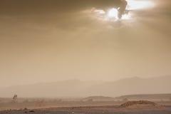 Groźny niebo i wiatr w pustyni Sahara w Maroko Obraz Royalty Free