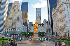 Großartige Armee-Piazza mit goldener Statue von William Tecumseh Sherman in New York City Lizenzfreies Stockbild