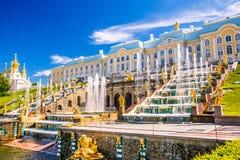 Großartige Kaskade in Peterhof, St Petersburg Stockfotografie