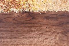 Groats, brązów ryż, amarant, ziarna, zdrowy i gluten bezpłatny jedzenie, quinoa, kopii przestrzeń dla teksta zdjęcie royalty free