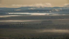 Grobelny i mgłowy ranek, upływ zdjęcie wideo