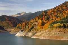 Grobelny jezioro w Karpackich górach Zdjęcie Stock