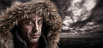 Grober Fischer gekleidet in der Winterkleidung. stockfoto