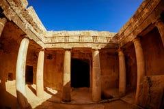 Grobowowie królewiątka - imponująco antyczny necropolis Paphos Distr zdjęcie stock