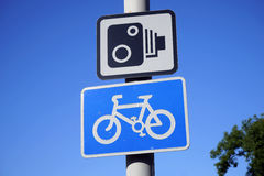 Großbritannien, Straßen-Verkehrszeichen Stockfotos