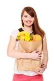 grocery Dziewczyny mienia papieru torba na zakupy z owoc zdjęcie stock