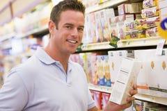 grocery man shopping young Στοκ εικόνες με δικαίωμα ελεύθερης χρήσης