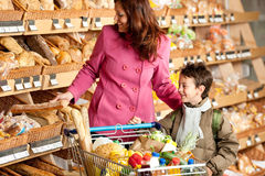 Grocery shopping store - Woman with child Royalty Free Stock Image
