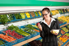Grocery store - Business woman holding apple Royalty Free Stock Photos