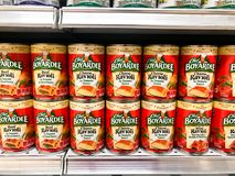 Grocery Store Shelves Stocked with Chef Boyardee Mini Ravioli Stock Photos