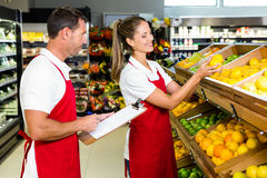 Grocery store staff with clipboard Royalty Free Stock Photography
