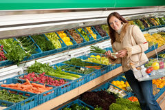 Grocery store - Woman holding spring onion Royalty Free Stock Photos