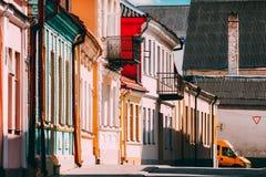 Grodno, Belarus Fachadas de casas tradicionales viejas en Sunny Summer Day In Hrodna, Bielorrusia imagenes de archivo