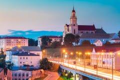 Grodno, Belarus Igreja Católica da descoberta da cruz e da noite santamente de Bernardine Monastery At Evening In imagem de stock
