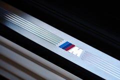 Grodno, Białoruś, Maj 6, 2013 - symbol BMW M na młócącym Zdjęcia Stock