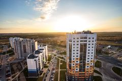 GRODNO, BIELORRÚSSIA - EM ABRIL DE 2019: Vista panorâmica no quarto residencial de um quarto novo do desenvolvimento urbano da ár foto de stock royalty free