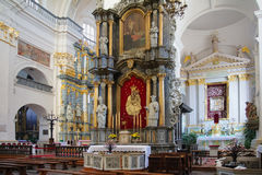 GRODNO, BIELORUSSIA - 2 SETTEMBRE 2012: Interno con l'altare Fotografie Stock Libere da Diritti