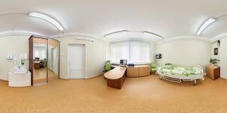 GRODNO VITRYSSLAND - APRIL, 2017: full sömlös sikt för panorama 360 i inre kontor av cardio diagnostikbehandling av sömn arkivfoto