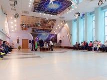 GRODNO, WEISSRUSSLAND - 8. MÄRZ 2019: Festliches Konzert im Sanatorium Energetik eingeweiht dem Feiertag AM 8. MÄRZ stockfotografie