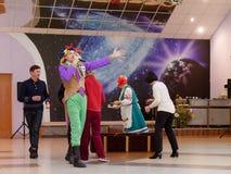 GRODNO, WEISSRUSSLAND - 8. MÄRZ 2019: Festliches Konzert im Sanatorium Energetik eingeweiht dem Feiertag AM 8. MÄRZ lizenzfreies stockfoto