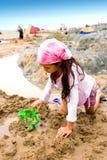 grodowa dziewczyna robi potomstwom pustyni Zdjęcia Royalty Free