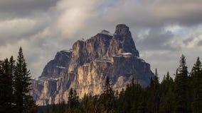 Grodowa góra z chmurnym niebem zbiory
