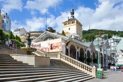 Grodowa kolumnada w zdroju grodzki Karlovy Zmienia, Zachodnia cyganeria, republika czech zdjęcia stock