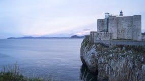 Grodowa latarnia morska Castro Urdiales fotografia royalty free