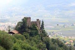 Grodowego Brunnenburg i Merano pejzażu miejskiego panorama, Południowy Tyrol Obraz Royalty Free