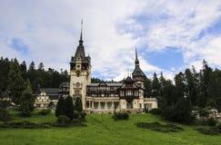 grodowi peles Romania Piękny sławny królewski kasztel i ogród w Sinaia punkcie zwrotnym Karpackie góry w Wschodnim Europa zdjęcia stock