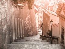 Grodowi schodki prowadzi od Praga kasztelu, Hracany, Praga, republika czech Obrazy Royalty Free