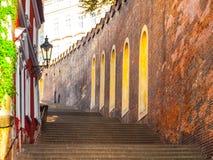 Grodowi schodki prowadzi Praga kasztel, Hracany, Praga, republika czech Fotografia Stock