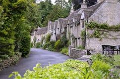 Grodowy Combe w Wiltshire - powiedział być ładnym wioską wewnątrz zdjęcia stock