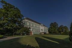 Grodowy Dacice z zieleń parkiem w wiosna ranku Fotografia Stock