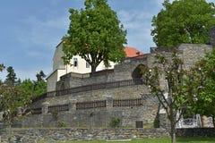 Grodowy Svojanov, republika czech Grodowy ogród z kamiennymi ścianami Obrazy Stock