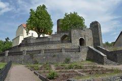 Grodowy Svojanov, republika czech Grodowy ogród z kamiennymi ścianami Obraz Stock